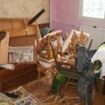 Почистване на стари мебели от апартамент