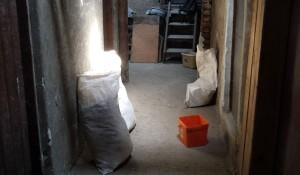 Изхвърляне на боклуци от таван