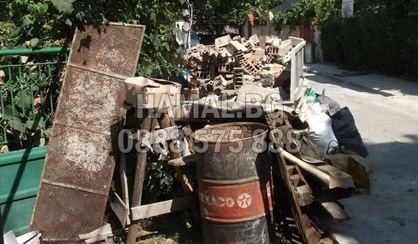 Изхвърляне на чували със строителни отпадъци в София