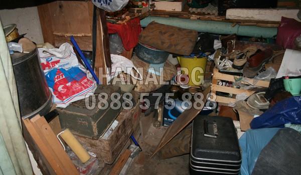 Извозване на шкафове, маси и ненужни вещи в София