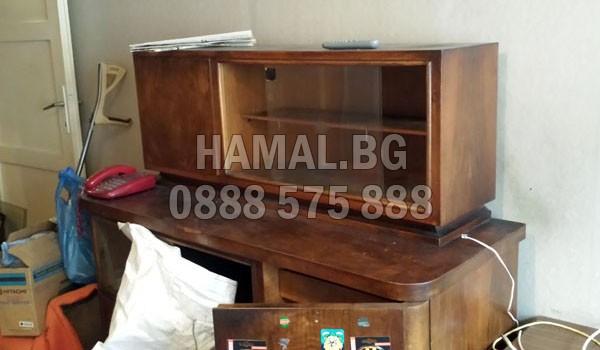 Изнася и извозва стари кухненски шкафове