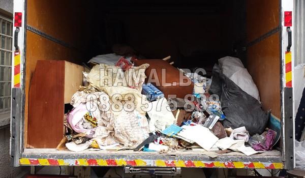 Изхвърляне на боклуци при почистване на таван