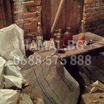 Изнася боклуци от мазе София